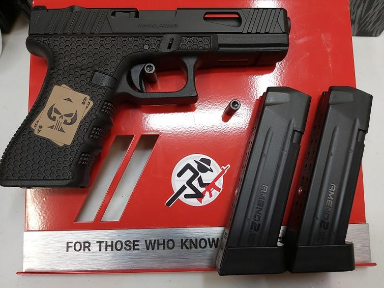 Name:  Custom Glock 2 (002).jpg Views: 1300 Size:  66.8 KB