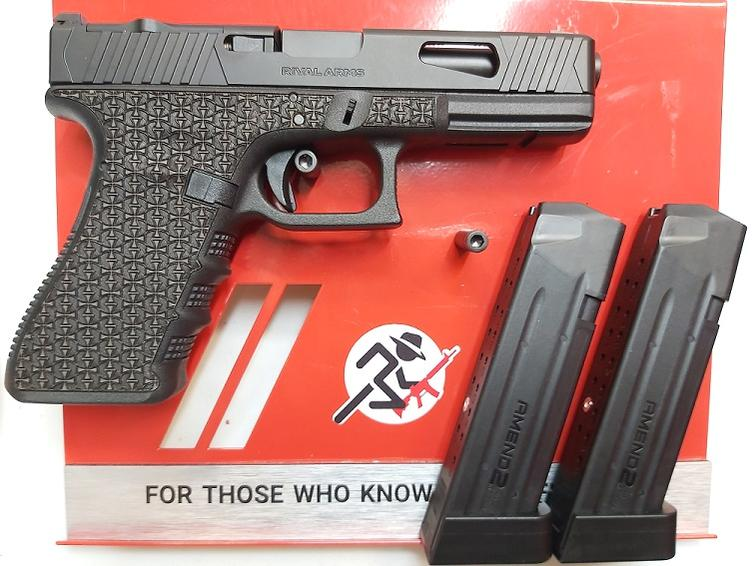 Name:  Custom Glock 4 (002).jpg Views: 1295 Size:  71.1 KB